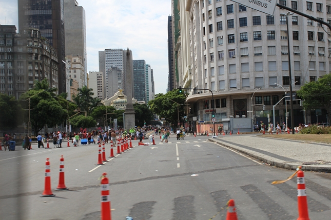 The quiet yet crazed streets of central Rio.